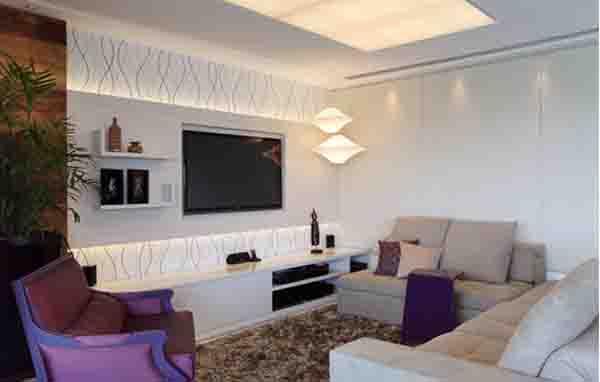 Sala com luminárias incandescentes