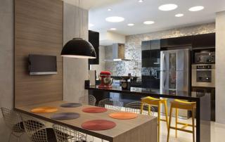Arquitetura residencial cozinha colorida