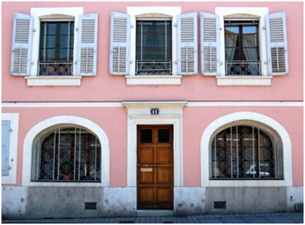 Parede externa pintada de rosa