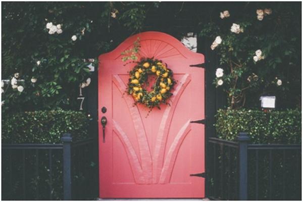 Porta rosa na decoração de casa