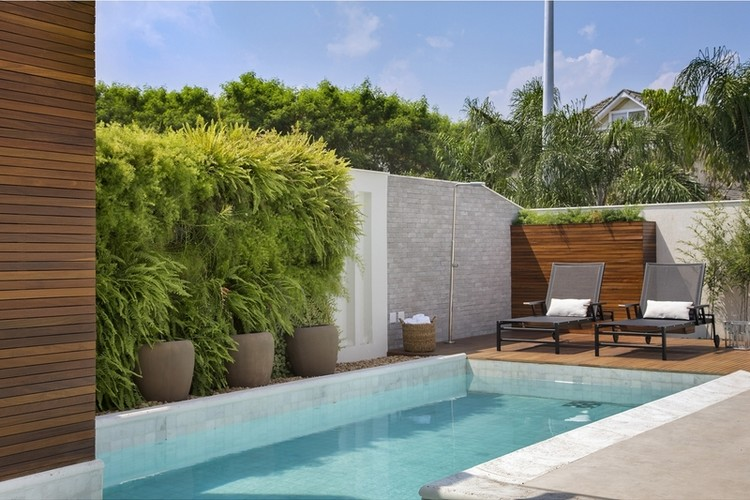 Jardim vertical em área externa - Projeto de Leila Dionizios