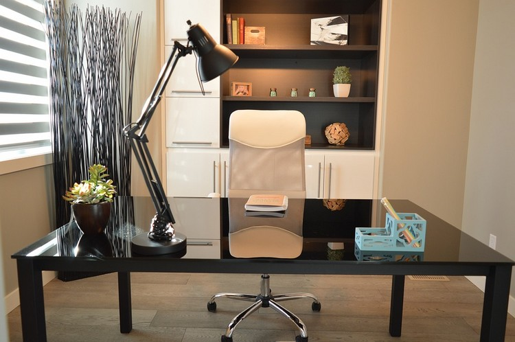 Coloque o seu toque especial na decoração de home office